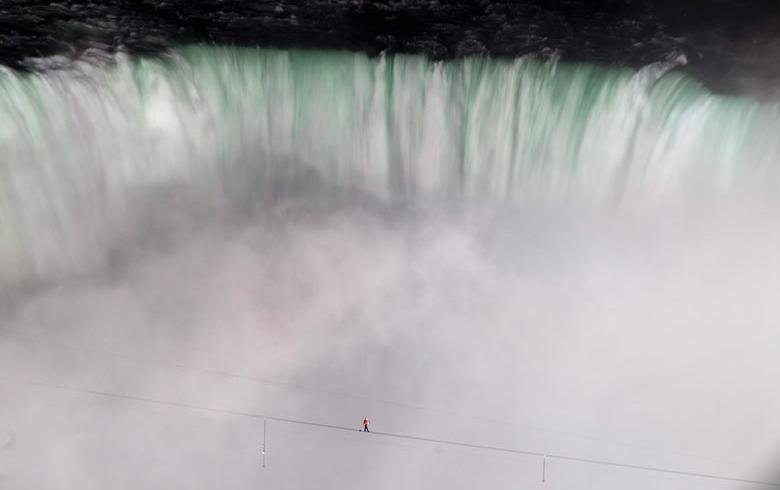 Niagara Falls High-wire Stunt
