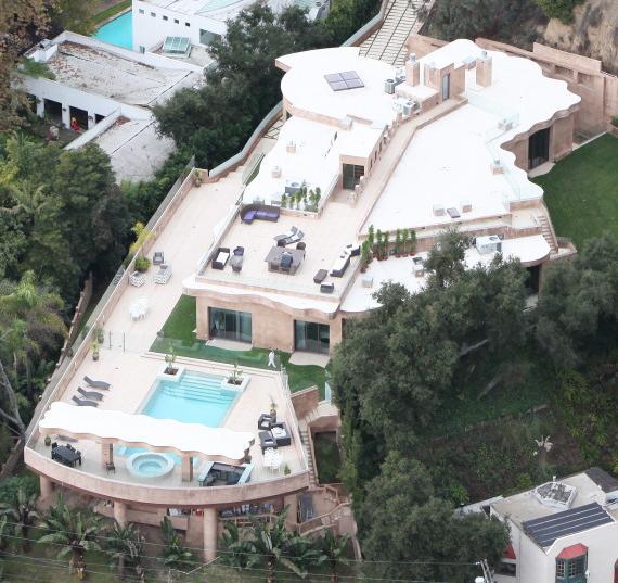 Rihanna Buys $12 Million Los Angeles Mansion 4