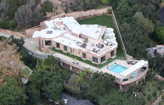 Rihanna Buys $12 Million Los Angeles Mansion