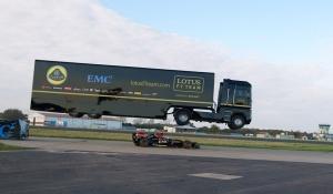 Giant truck, semi-truck, trailer truck, F1, Formula 1, Fi Car, EMC, Lotus F1, giant truck stunt, F1 vs Giant truck, F1 stunt, Formula 1 record, F1 record, Guinness World Record, Guinness
